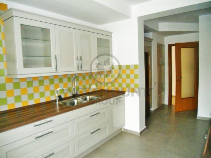 Apartament 4 camere Primaverii 11